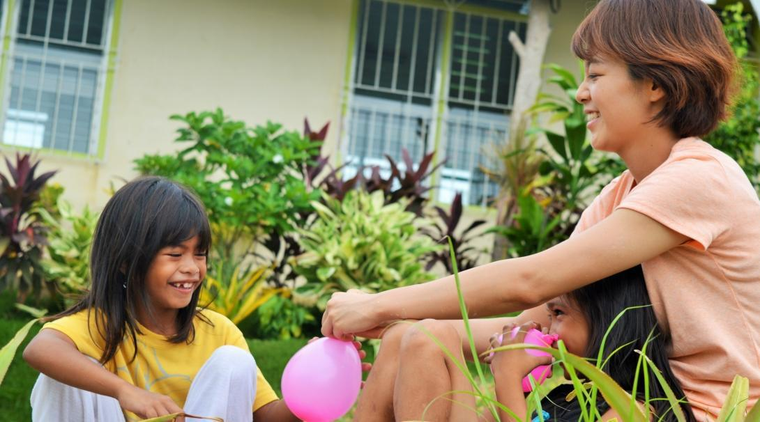 A Projects Abroad volunteer works with children in the Philippines as part of our project for teenagers